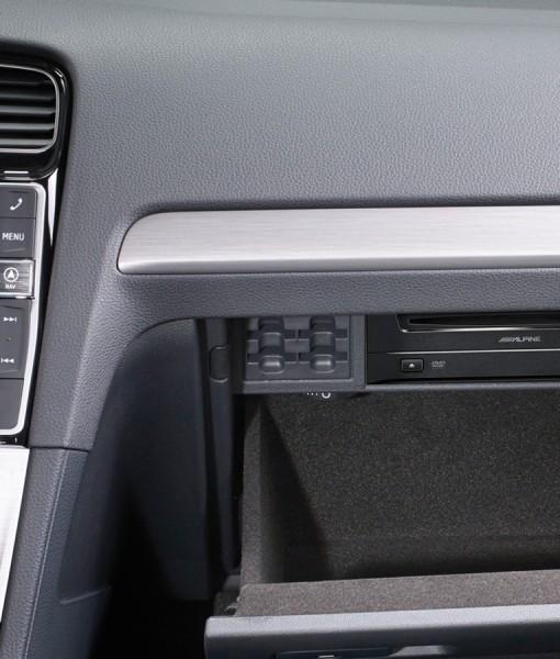 DVD-Player-DVE-5300G-for-Volkswagen-Golf7-installed-VW-glove-box-1200x900