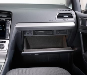 dvd-player-dve-5300g-for-volkswagen-golf7-installed-glove-box-1200x900