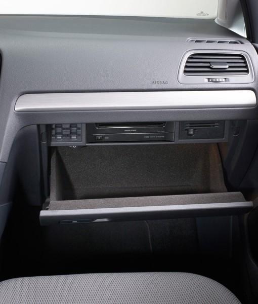 dvd-player-dve-5300g-for-volkswagen-golf7-installed-glove-box-1200x900