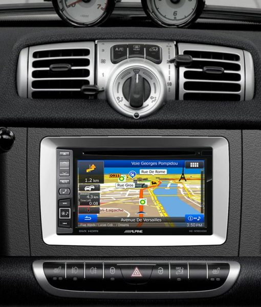 09_INE-W990HDMI-Installed-in-Smart_Fortwo-Navigation-front